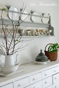 Wooden Plate Rack, Plate Rack Wall, Plate Shelves, Plate Racks, Wooden Plates, Plates On Wall, Swedish Decor, French Decor, Shabby Chic Kitchen