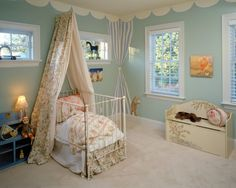 """Love the scalloped """"molding"""" around the ceiling. Feels like you're under a tent :)"""