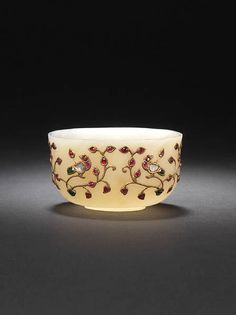 A gem set jade bowl. India late 19th century