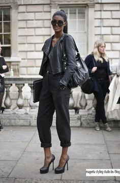 A simple black outfit transformed into Parisian chic! LOVE
