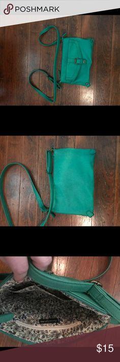 Green foldover crossbody Green American Eagle foldover crossbody American Eagle Outfitters Bags Crossbody Bags