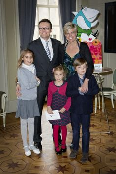 koningspaar: Prince Constantijn and Princess Laurentien of the Netherlands with their children Countess Eloise, Countess Leonor, and Count Claus