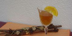 Liker od narance  Sastojci 1 L rakije(lozovače)  7-8 kom naranče(korice)  2 dl vode  40 dkgšećera   sok od jedne naranče