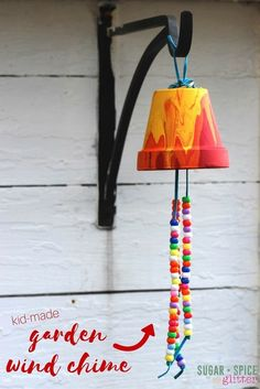 Wind Chimes Kid Craft Idea: Homemade Garden Wind Chime, a sweet gift and a great way to decorate your garden with some kid-made art!Kid Craft Idea: Homemade Garden Wind Chime, a sweet gift and a great way to decorate your garden with some kid-made art! Summer Crafts For Kids, Summer Activities For Kids, Summer Kids, Spring Crafts, Diy For Kids, Garden Crafts For Kids, Holiday Crafts, Garden Kids, Craft Activities