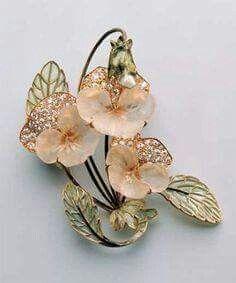 rené Lalique   1903-04  Pansy Brooch. Glass, gold, diamonds, plique-a-jour.