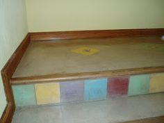 escalera cemento alisado, nariz de madera y calcareos