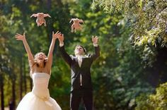 This is the funniest wedding picture I have ever seen. I can't stop laughing.