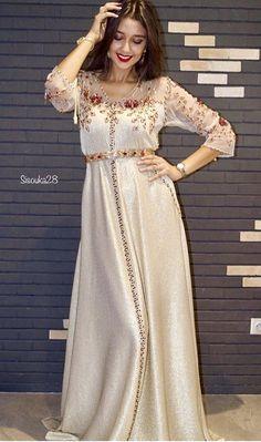 Image about fashion in Caftan 👑 by Yousra on We Heart It Morrocan Dress, Moroccan Caftan, Arab Fashion, Muslim Fashion, Abaya Mode, Hijab Stile, Afghan Dresses, Caftan Dress, Look Vintage