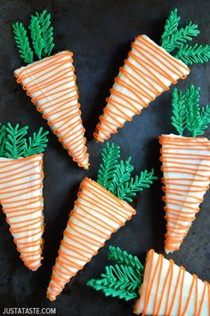 Pineapple Carrot Cake with Cream Cheese Frosting, shaped like carrots for Easter Frosting Recipes, Dessert Recipes, Icing Recipe, Butter Recipe, Brunch Recipes, Cake Recipes, Funfetti Kuchen, Easy Easter Recipes, Best Carrot Cake