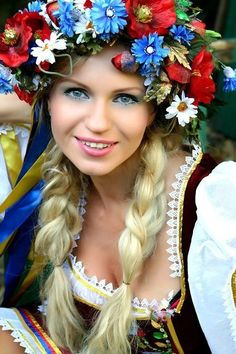 Promote the diversity and the beauty of european girls & women. Beauty of european girls & women Beautiful Eyes, Beautiful World, Beautiful People, Most Beautiful, Costume Ethnique, Ethno Style, European Girls, Beauty Around The World, Folk Costume