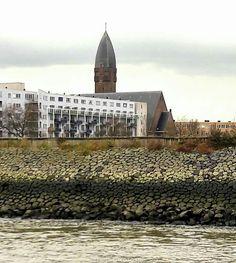 Heilig Hartkerk gezien vanaf het water