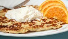 Vähähiilarinen herkku aamuun! Tähän sopii Crème Bonjour maustamaton. #cremebonjoursuomi #tuorejuustolettu #vähähiilihydraatti #lettu #ohukainen #tuorejuusto #cremebonjourmaustamaton www.cremebonjour.fi