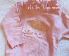 Sudadera personalizada con cochecito bordado a mano en color rosa
