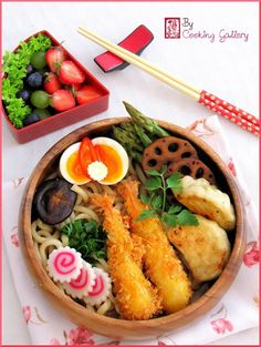 Japanese Fried Prawn and Gyoza Udon Noodle Bento Lunch Ebi Furai  エビフライ弁当