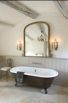 Casinha colorida: Com espírito romântico: banheiros