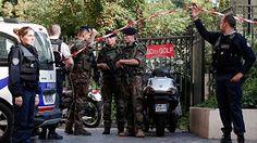 Varios heridos al embestir un vehículo a un grupo de militares en París PARIS.-Un vehículo ha embestido a un grupo de militares franceses en un suburbio de París. Al menos seis soldados han resultado heridos. Dosde ellos han sufrido lesiones graves, según las autoridades locales.