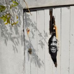 STREET ART   http://www.etvonweb.be/57653-street-art-les-detournements-urbains