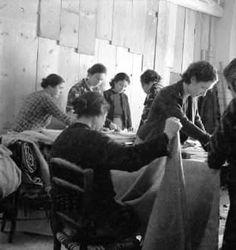 Προετοιμασία ρουχισμού για το μέτωπο 1940._Φωτ. Βούλα Παπαϊωάννου