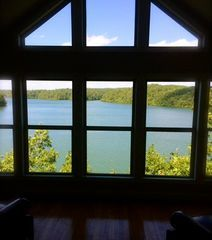 Lake House With Spectacular Views, Hot Tub, Canoe, Pool Table *Christmas Special