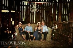 rustic family photo in a barn.love the lighting and texture. Love the casual pose which captures personalities and family dynamics. Picture Poses, Picture Photo, Picture Ideas, Photo Shoot, Photo Ideas, Family Of 5, Cute Family, Fall Family, Rustic Family Pictures