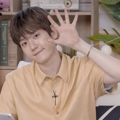V Live, Yixing, Baekhyun, Cute Boys, Bacon, Smile, Twitter, Cute Teenage Boys, Cute Guys