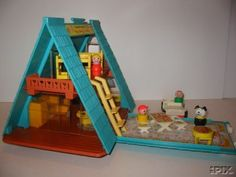 Fisher Price A-Frame house - my all time favorite childhood toy! Vintage Toys 80s, Retro Toys, Vintage Games, Fisher Price Toys, Vintage Fisher Price, My Childhood Memories, Childhood Toys, Kickin It Old School, Electronic Toys