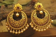 Dwarkesh jewels represents Antique Earrings of traditional style. Antique Earrings shows pure Indian Gold Bridal Earrings, Fancy Earrings, Jewelry Design Earrings, Gold Earrings Designs, Gold Jewellery Design, Antique Earrings, Designer Earrings, Bridal Jewelry, Antique Jewelry