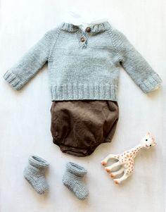 I love everything about this baby boy ensemble. Conjunto marrón chocolate y azul cielo.