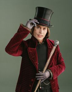 Charlie and the Chocolate Factory. Johnny Depp as Willy Wonka. Costumes by Gabriella Pescucci. Johnny Depp Willy Wonka, Johnny Depp Mad Hatter, Johnny Depp Personajes, Tim Burton Personajes, Wonka Chocolate, Chocolate Factory, Jhony Depp, Johnny Depp Roles, Laurent Durieux