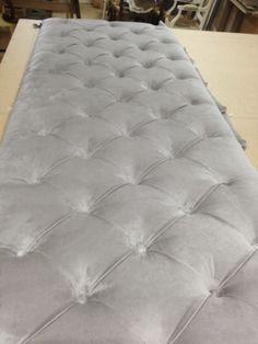 La réalisation d'une tête de lit Mattress, Ottoman, Chair, Rugs, Bed, Furniture, Home Decor, Headboards, Recliner