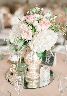 Cette assiette ronde effet miroir sera l'alliée de vos centres de table ! Vous pourrez mettre en valeur vos bougies, vases, coupelles, chandeliers, photophores, en leur donnant du relief et de l'éclat, tout en protégeant vos tables des éventuelles coulures de cire. http://www.mariage.fr/assiette-rond-en-miroir-25-cm.html