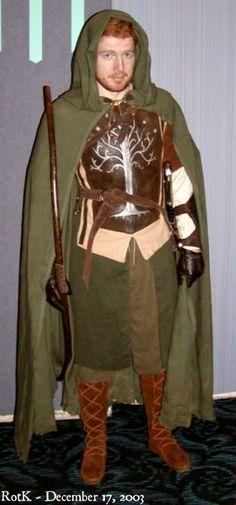 Faramir costume: http://entropyhouse.com/penwiper/costumes/faramir.html#