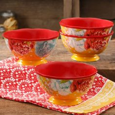 The Pioneer Woman Blossom Jubilee 6 Footed Bowl Set, Set of 4 Pioneer Woman Set, Pioneer Woman Dishes, Pioneer Woman Kitchen, Pioneer Women, Dinner Plate Sets, Dinner Plates, Ree Drummond, Country Cooking, Spring Collection