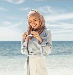 Different Types of Hijabi Girl Photography Ideas - Diruang Tengah Hijab Fashion Summer, Muslim Fashion, Modest Fashion, Hijabi Girl, Girl Hijab, Hijab Outfit, Ootd Hijab, Girl Photography, Fashion Photography