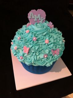 Giant cupcake Giant Cupcakes, Cake Creations, Celebration Cakes, Passion, Make It Yourself, How To Make, Shower Cakes