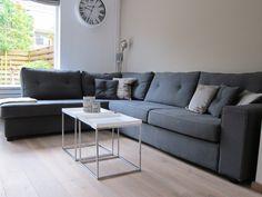 Gecapitonneerde landelijke hoekbank. Op maat gemaakt en Nederlands fabricaat! Kijkt u voor meer informatie op onze website: www.bankstyle.nl Sofa, Couch, Modern, House Ideas, Website, Furniture, Home Decor, Image, Settee