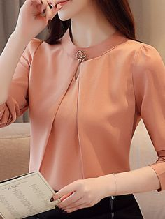 Source by valerianamagalhaes blouses classy Look Office, Bodycon Dress With Sleeves, Business Casual Outfits, Elegant Outfit, Skirt Fashion, Blouse Designs, Blouses For Women, Long Sleeve Tops, Casual Dresses