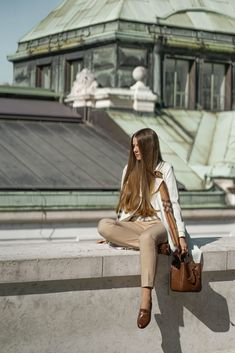 IT BAG ALERT: THE MULBERRY HAMPSTEAD - Theresa de Vienne Bucket Bag, Shiny Hair, Outfit, Chloe, Silhouette, Beautiful, Bags, Womens Fashion, Glossy Hair