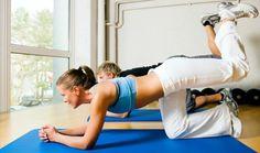 três pessoas fazendo exercício quatro apoios - Foto Getty Images