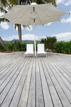 The trend for grey timber decks is more popular than ever. However, while simply leaving the timber untreated and open to the elements will achieve the grey look, you risk sacrificing… Decks Around Pools, Pool Decks, Spotted Gum Decking, Laying Decking, Outdoor Decking, Decking Ideas, Deck Colors, Timber Deck, House Deck