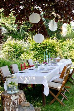 Deko für die Gartenparty mit Lampions im Sommer