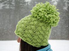 Free Knitting Pattern - Pom Pom Beanie #knitting