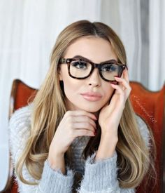 26 trendy ideas how to wear makeup with glasses make up Ray Ban Mujer, Cool Glasses, Glasses Frames, Makeup For Glasses, Brown Glasses, Glasses Style, Fashion Bubbles, Lunette Style, Fashion Eye Glasses