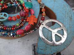 Tolle Peacekette * Hippie * Orange * Pink * Silber von Perlenzimmer auf DaWanda.com