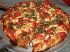 Pizza Fabiola: con pesto orgánico, whole tomatoes y mozzarella @ JuanPanPizza Puerto Rico