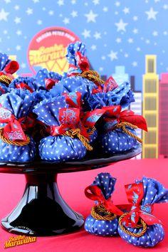 ideas birthday cupcakes ideas life for 2019 Birthday Party Tables, Birthday Party Outfits, 50th Party, Birthday Fun, Birthday Ideas, Birthday Cupcakes, Party Cupcakes, Wonder Woman Birthday, Wonder Woman Party