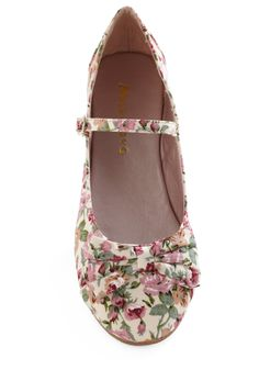 12. The perfect Modcloth shoe for you. Flats so you don't sink during an outdoor wedding #modcloth #wedding
