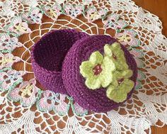 Pretty Floral Trinket Box: free pattern  http://yellowpinkandsparkly.blogspot.com/2010/04/pretty-floral-trinket-box_15.html
