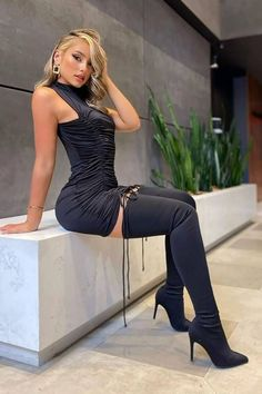 Sexy Boots, Black Boots, Tight Dresses, Sexy Dresses, Sexy Stiefel, Tumbrl Girls, Elegantes Outfit, Fashion Tights, Hot Outfits