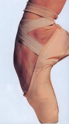 This picture is like the essence of ballet Dancers Feet, Ballet Dancers, Ballet Shoe, Martha Graham, Isadora Duncan, Dance Like No One Is Watching, Just Dance, Tutu, Ballet Photos